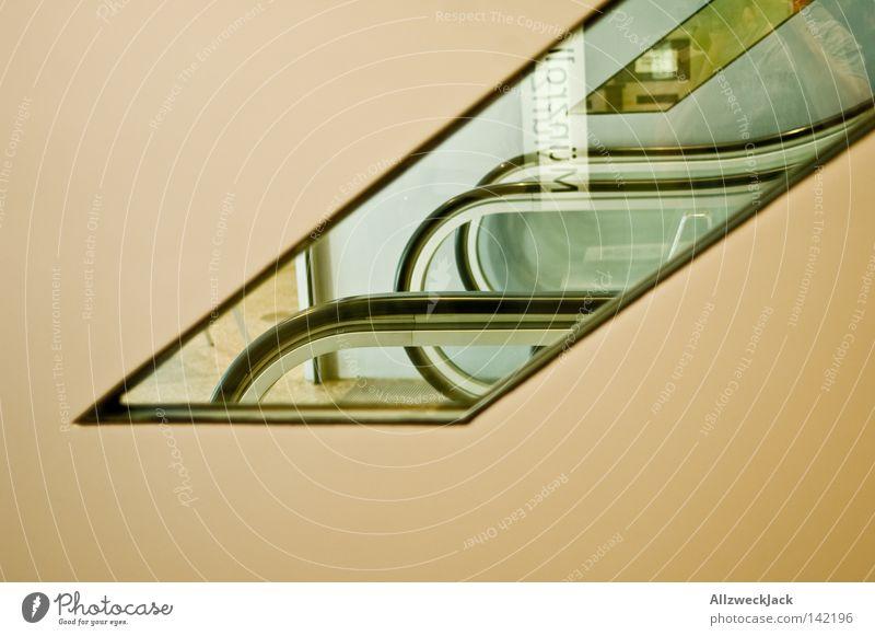 unscheinbare selbstportraitierung Fenster Rolltreppe Reflexion & Spiegelung durchsichtig Geländer Treppengeländer aufwärts unten abwärts Güterverkehr & Logistik