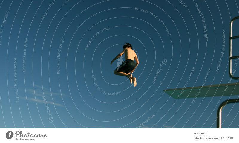 boy-jump Himmel Mann Jugendliche weiß blau Sommer Freude Wolken schwarz Sport Junge Freiheit springen Bewegung Luft Gesundheit