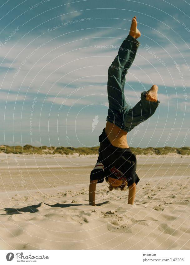 Freestyle Handstand Kind Junge Mann Jugendliche Sommer Strand Meer Aktion Gesundheit Spielen Ferien & Urlaub & Reisen Freizeit & Hobby Luft braun gelb weiß rot
