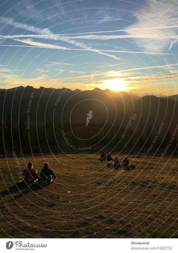 Ende eines Herbstsommertags Mensch Himmel Natur Jugendliche Sommer Erholung Landschaft Wolken 18-30 Jahre Berge u. Gebirge Erwachsene Umwelt Herbst feminin Glück Menschengruppe
