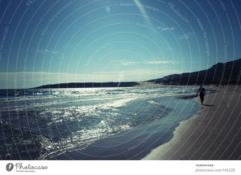 Mensch Mann Wasser Himmel Sonne Meer blau Sommer Strand Sand Wellen wandern gehen Atlantik