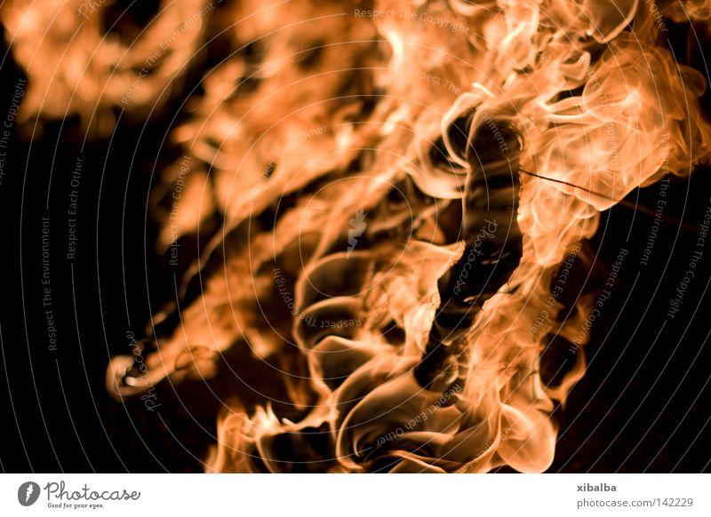 Brenne II ruhig schwarz gelb dunkel Gefühle Angst gold Feuer ästhetisch bedrohlich Wut Warmherzigkeit Gewalt Flüssigkeit leuchten Leidenschaft