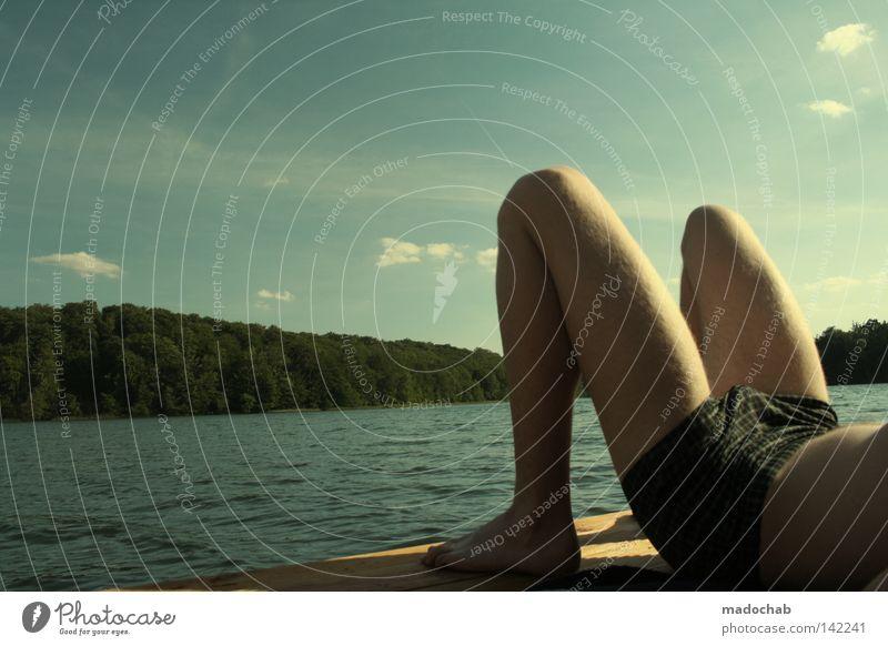 RUHE Mensch Mann Wasser Sommer Freude ruhig Erholung Glück See Beine Zufriedenheit maskulin Wellness Pause Steg