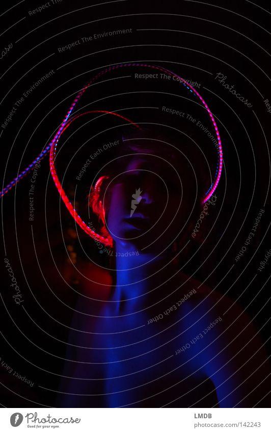 Munch Heiligenschein heilig böse himmlisch schwarz Nacht dunkel rot Maria Lust Porträt Schulter Selbstinszenierung Langzeitbelichtung träumen Traumwelt