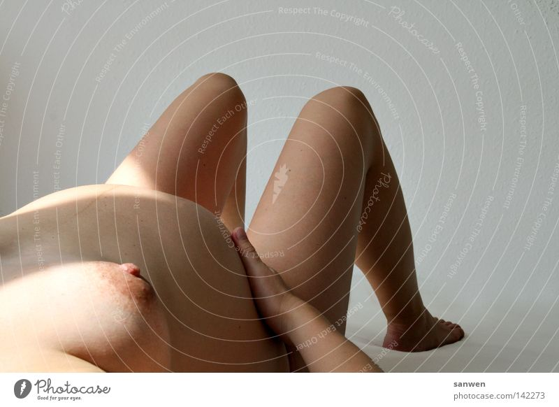 warten Frau Hand nackt Glück Beine Fuß Beginn Akt Mutter Frauenbrust Schutz Brust schwanger Bauch Familie & Verwandtschaft Barfuß
