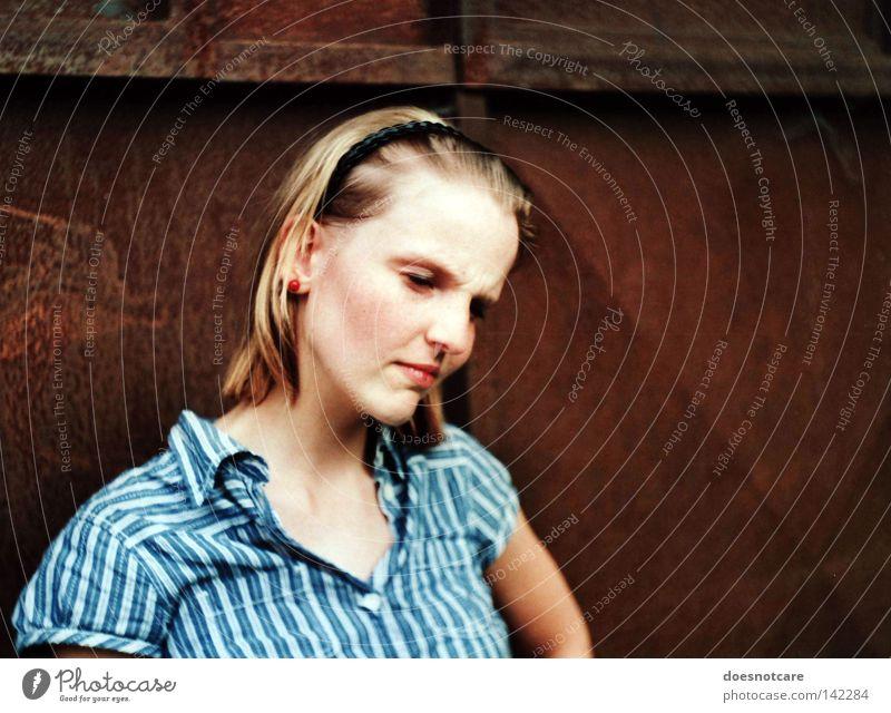 there is no point saying this again. Frau schön feminin Gefühle Denken blond Erwachsene Trauer Streifen analog Konzentration Hemd Rost Verzweiflung