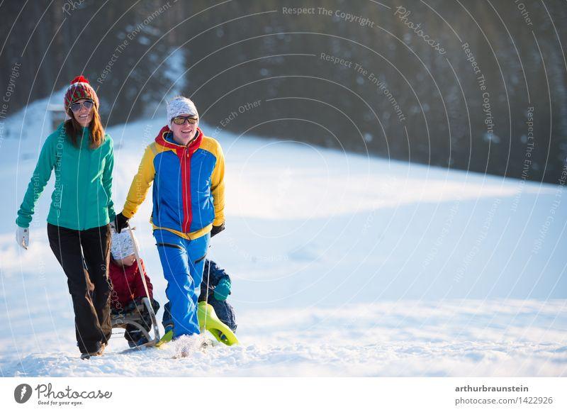 Rodeln im Winter Mensch Kind Natur Ferien & Urlaub & Reisen Jugendliche Weihnachten & Advent Junge Frau Junger Mann Freude kalt Erwachsene Leben Bewegung Schnee