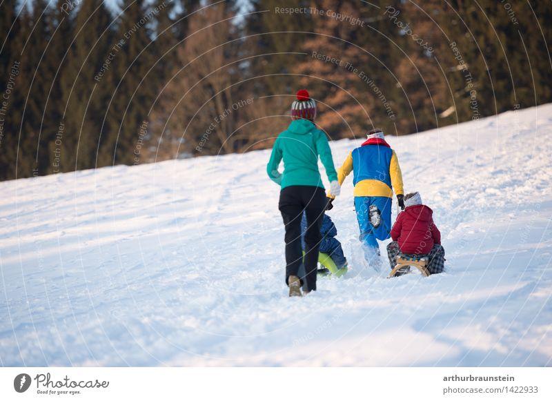 Familie im Winter Mensch Kind Natur Jugendliche Junge Frau Junger Mann Freude Erwachsene Leben Bewegung Schnee feminin Familie & Verwandtschaft Paar