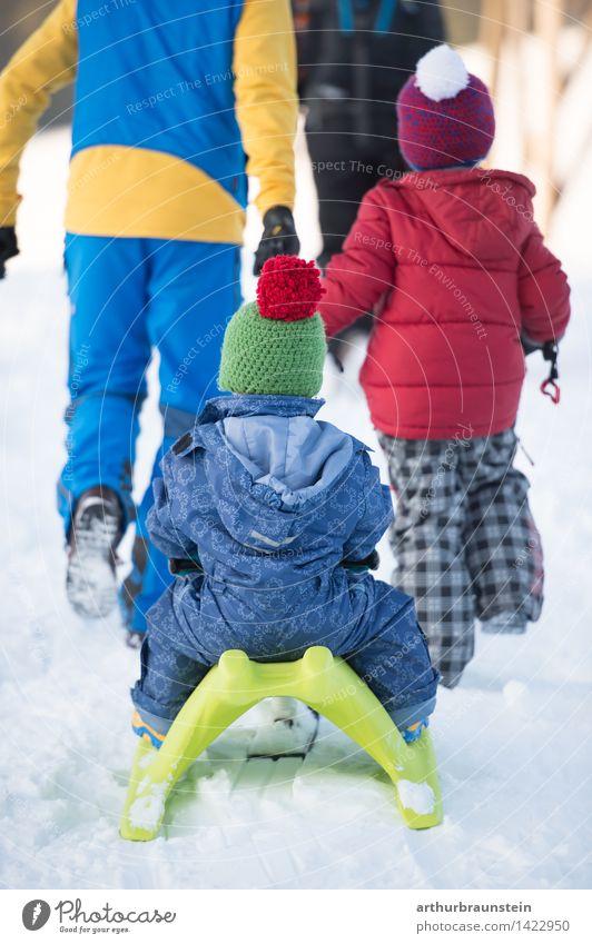 Familie beim Rodeln Mensch Kind Natur Ferien & Urlaub & Reisen Jugendliche Junger Mann Freude Winter kalt Erwachsene Leben Bewegung Schnee feminin