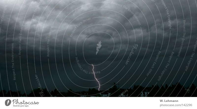 Blitzgewitter über Mainz Stadt Wolken Regen Deutschland Wetter gefährlich Elektrizität bedrohlich Unwetter Blitze Momentaufnahme Panorama (Bildformat) Gewitter
