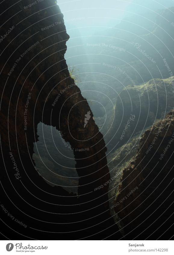 Schummerlicht (Schummellicht) schön Berge u. Gebirge Stein wandern Nebel Felsen Moos Schlucht Felsbogen Berghang Höhle Mineralien Gesteinsformationen Teneriffa