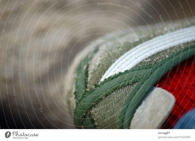 ferse#01 Schuhe grün künstlich weiß teuer tierisch Stil modern Turnschuh USA retro ruhig schleichen Sand trocken staubig feucht schön Urlaubsstimmung Strümpfe