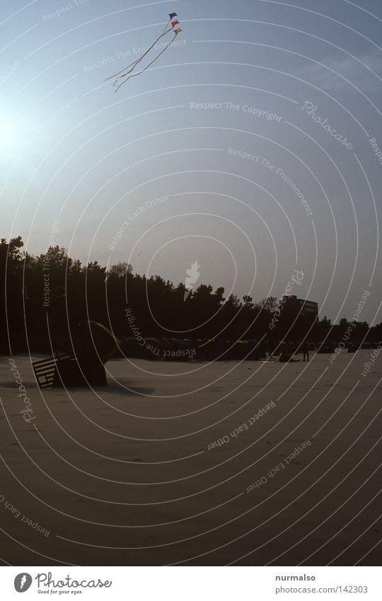 Drachenflieger 2 Strand Lenkdrachen fliegen Sturm Wind Ostsee Strandkorb Ferien & Urlaub & Reisen Abend Himmel Rauschen Horizont hoch aufwärts Seil Nähgarn