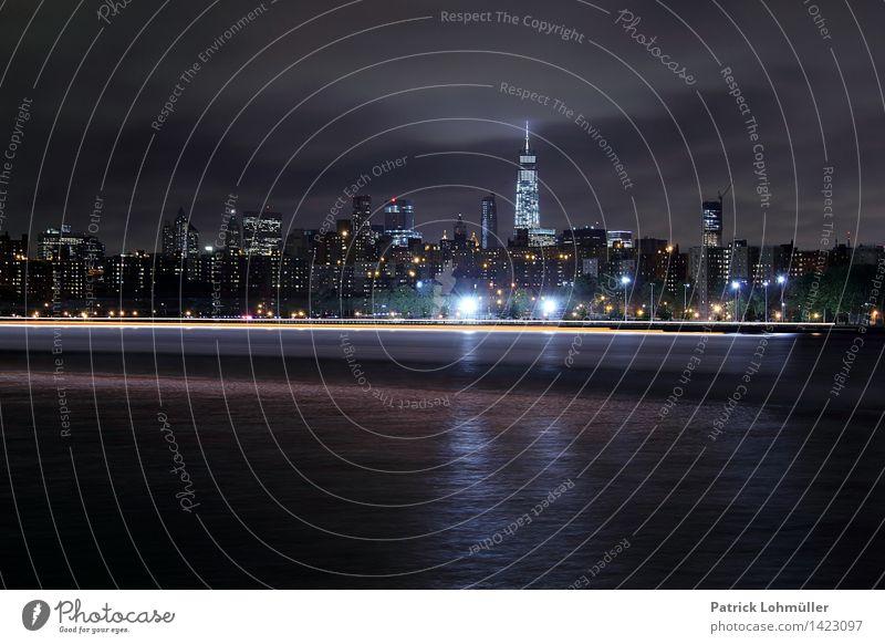 Zisch Tourismus Städtereise Umwelt Landschaft Wasser Nachthimmel Flussufer East River New York City Manhattan USA Nordamerika Stadt Skyline Haus Hochhaus