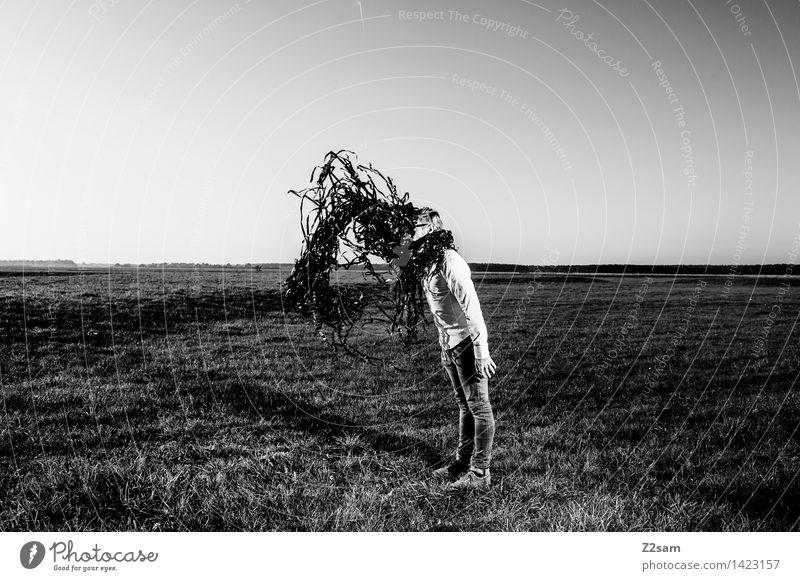 Metamorphose Mensch Natur Jugendliche Junger Mann Landschaft 18-30 Jahre dunkel Erwachsene Herbst Wiese Stil Lifestyle Mode träumen maskulin elegant