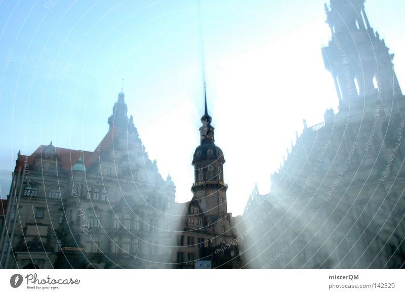 Kulturschock. alt schön Kunst frisch Dach neu Spitze Kultur Burg oder Schloss Mitte historisch stark Vergangenheit Dresden Strahlung heilig