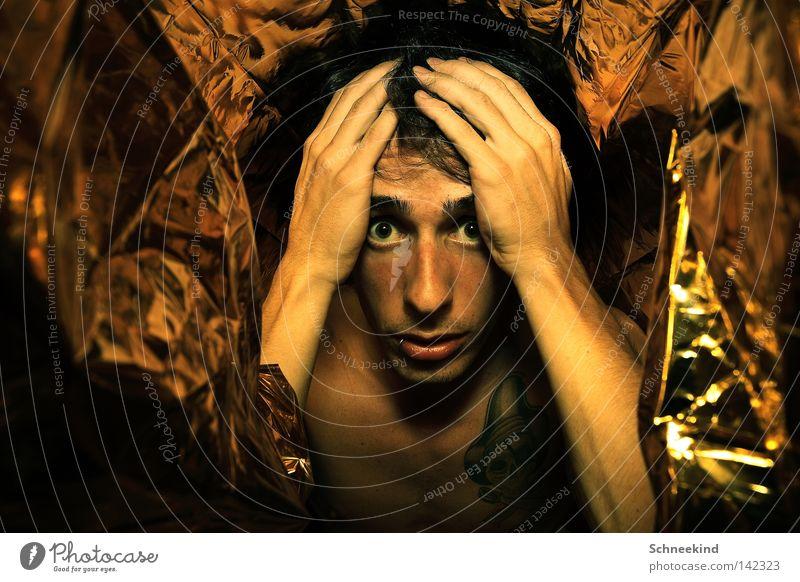Was tu ich hier nur?? Mann Hand Gesicht Auge Denken Mund Wärme Raum Angst Wohnung Gold Nase gold Physik Falte