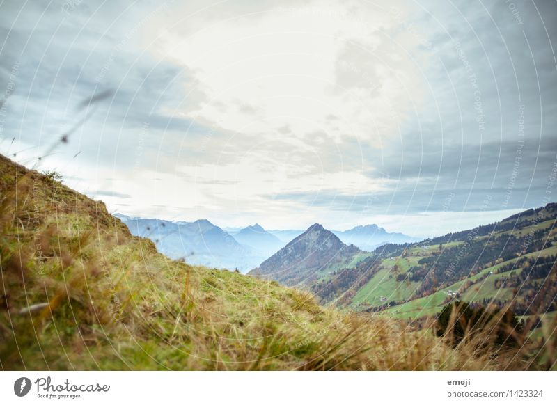 dunstig Umwelt Natur Landschaft Himmel Schönes Wetter Alpen Berge u. Gebirge natürlich blau Schweiz Wanderausflug Farbfoto Außenaufnahme Menschenleer Tag