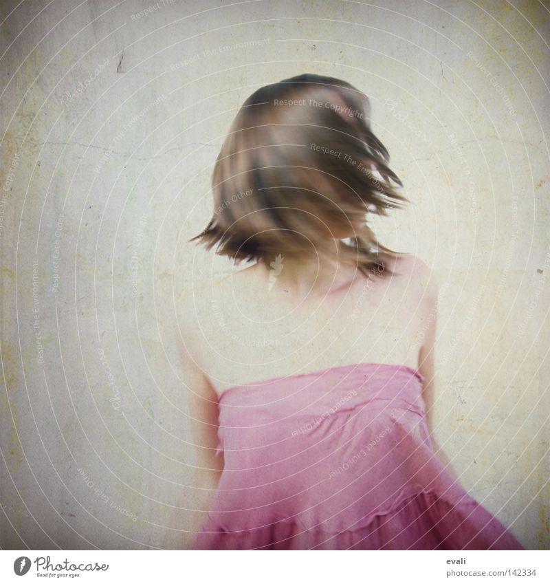 Butterflies are self propelled flowers. III Frau Freude Erwachsene Haare & Frisuren rosa Arme Bekleidung Kleid violett Schulter