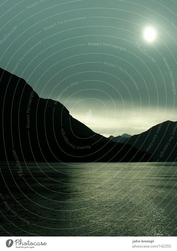 sound of silence Himmel Sonne Meer blau Wolken dunkel Berge u. Gebirge grau Regen Nebel geheimnisvoll Gewitter Fjord Neuseeland Südinsel