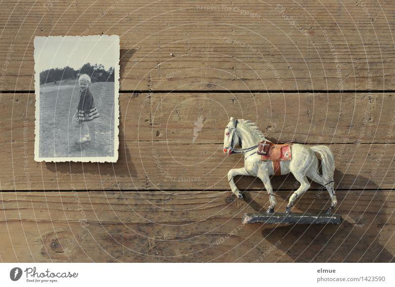 vergilbt alt Freude Leben Senior Holz braun träumen Kindheit Lebensfreude Fotografie Vergänglichkeit Zeichen Wandel & Veränderung historisch Vergangenheit Sehnsucht
