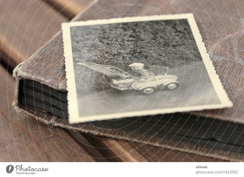 verblasste Erinnerung alt Einsamkeit Traurigkeit Senior Glück Zeit Zufriedenheit Kindheit Lebensfreude Fotografie Vergänglichkeit retro historisch Vergangenheit