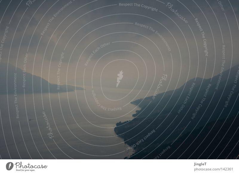 ungesehen Wasser Baum Wolken Erholung Ferne Berge u. Gebirge Herbst Traurigkeit See Nebel Wandel & Veränderung Trauer Italien atmen Glätte herbstlich