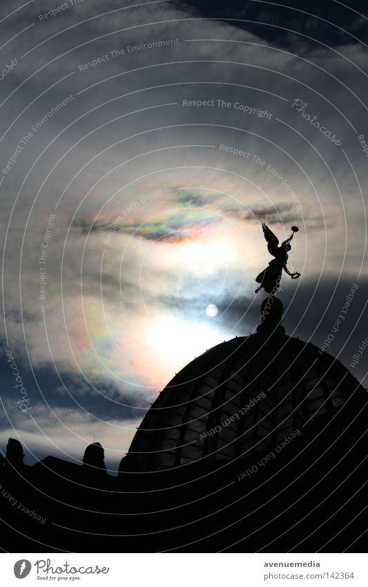 Profilreich Himmel schwarz Wolken dunkel Gebäude Engel Flügel Dresden historisch Osten Weltkulturerbe