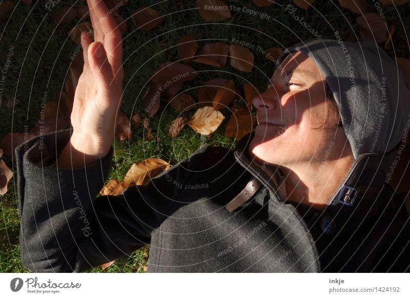 keine Zeit, gestresst zu sein 2 Lifestyle Freude harmonisch Wohlgefühl Zufriedenheit Sinnesorgane Erholung ruhig Freizeit & Hobby Frau Erwachsene Leben Kopf