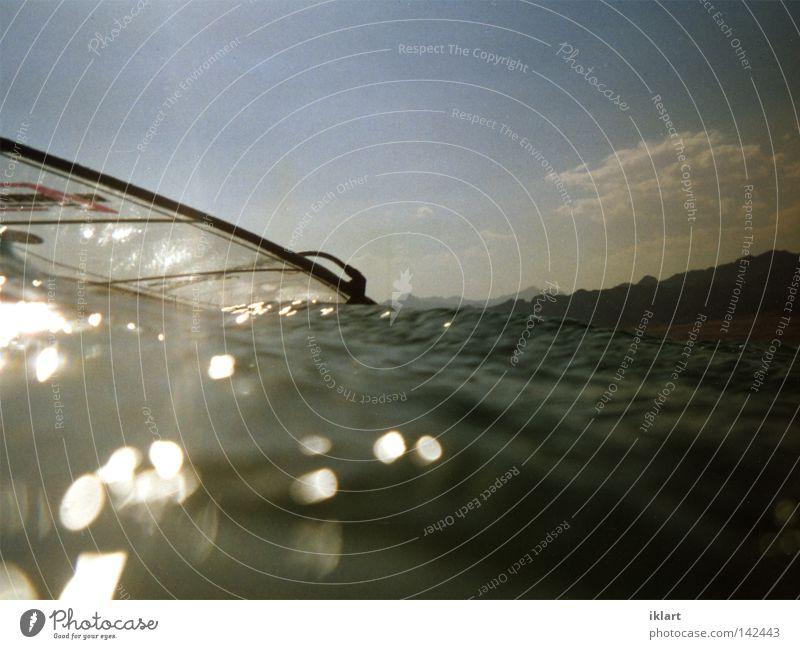 Windsurfwater Surfen Sport Spielen Segel Wasser Sonne Blauer Himmel Reflexion & Spiegelung