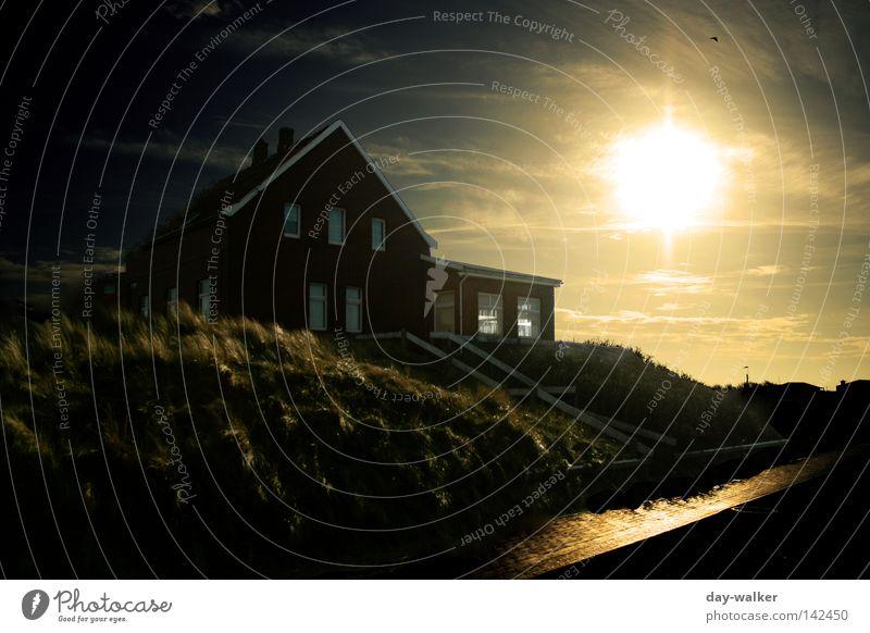The dark end Haus dunkel Abend Sonnenuntergang geheimnisvoll Wolken Reflexion & Spiegelung Himmel Himmelskörper & Weltall Strand Küste Stranddüne Wege & Pfade