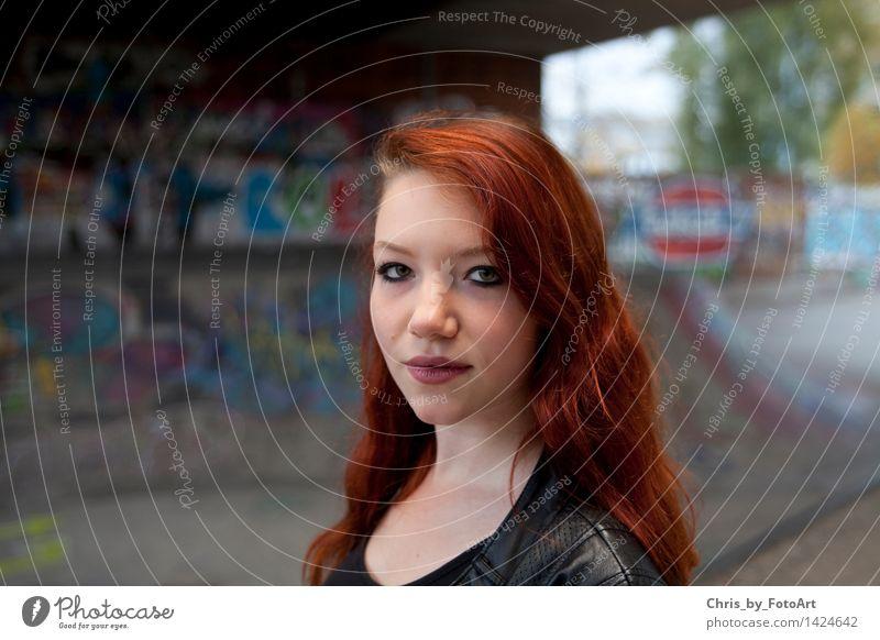 chris_by_fotoart Junge Frau Jugendliche Erwachsene 1 Mensch 13-18 Jahre T-Shirt Jacke Leder rothaarig langhaarig Coolness Freundlichkeit Glück schön natürlich