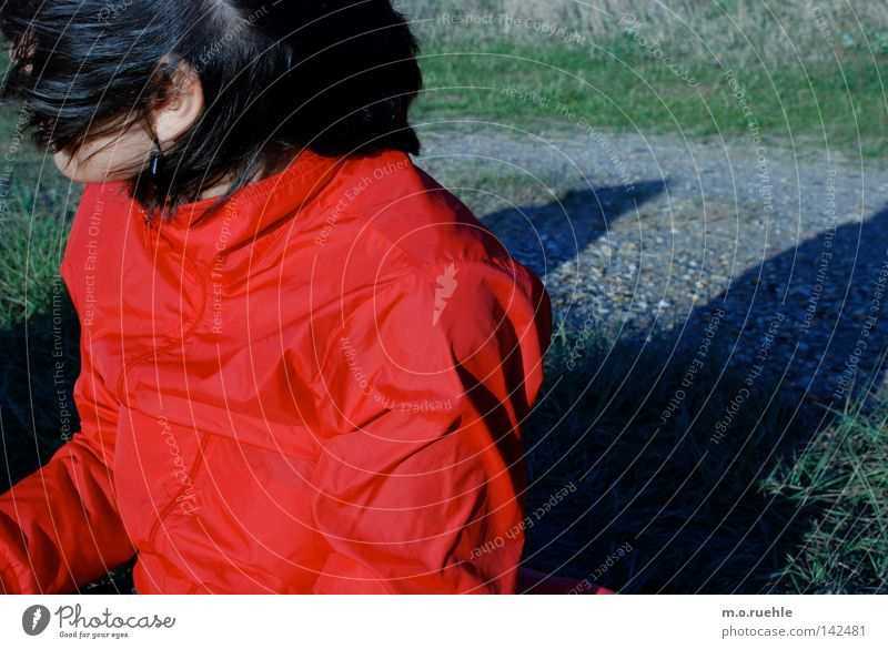 (ver)schleier(t) Frau Mädchen rot Sommer schwarz Farbe Haare & Frisuren Wetter Wind Falte Jacke Sturm verdeckt Windböe wetterfest