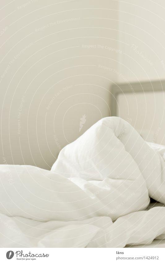 es ist zeit... Wohlgefühl ruhig Wohnung Bett Raum Schlafzimmer schlafen Erholung Erwartung Gelassenheit Stimmung Bettwäsche Wäsche Decke Innenaufnahme
