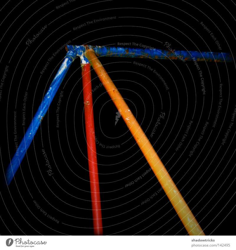 Borders blau rot schwarz gelb Farbe dunkel Metall Quadrat Grenze Röhren obskur Rost Geometrie banal Eyecatcher