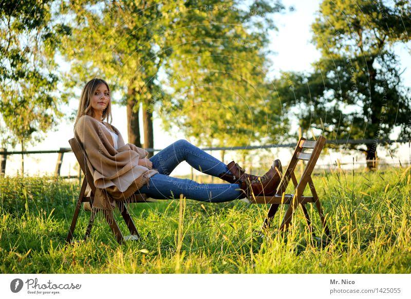 mädschen vom lande Mensch Natur Jugendliche Sommer grün schön Junge Frau Baum Erholung ruhig 18-30 Jahre Erwachsene Wärme Wiese Lifestyle Gras