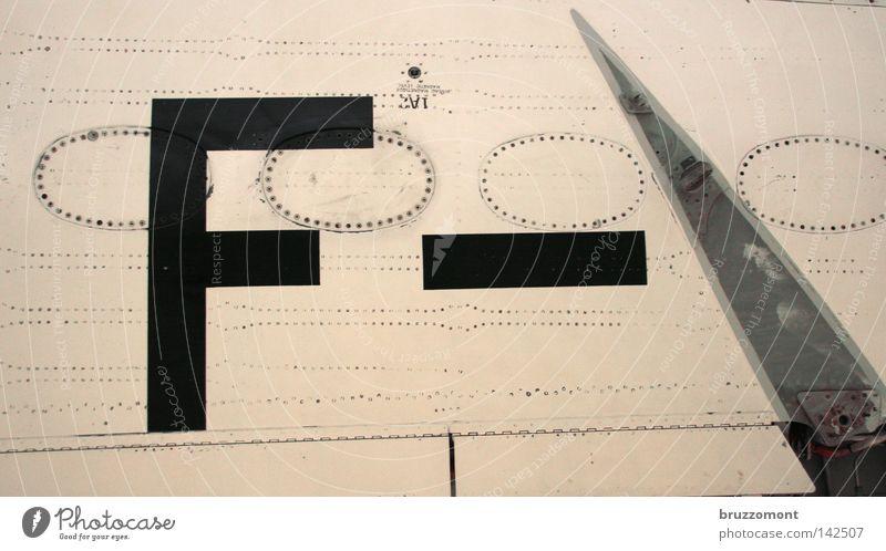 F- Flugzeug Schriftzeichen Buchstaben Tragfläche Typographie Schraube Aluminium Niete Militärflugzeuge Beschriftung Lateinisches Alphabet Düsenjäger