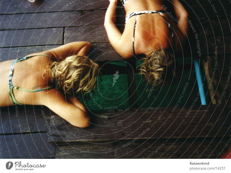 chicks keep an eye on fishes Frau Ferien & Urlaub & Reisen Holz Rücken Fisch Bikini Thailand