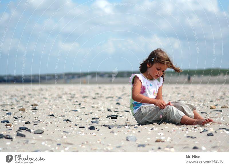 breaktIME Kind Himmel Ferien & Urlaub & Reisen Meer Sommer Strand Wolken Erholung Wärme Sand Küste Stein See Zufriedenheit Arme sitzen