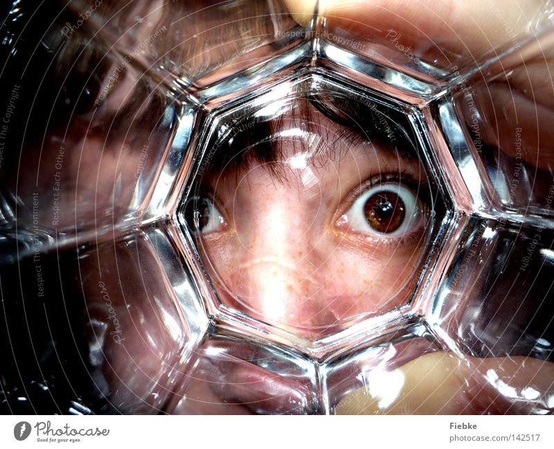 guckuck! Frau Mensch Wasser Hand Freude Gesicht Auge Kopf Haare & Frisuren lustig braun Glas Glas groß Nase Trinkwasser