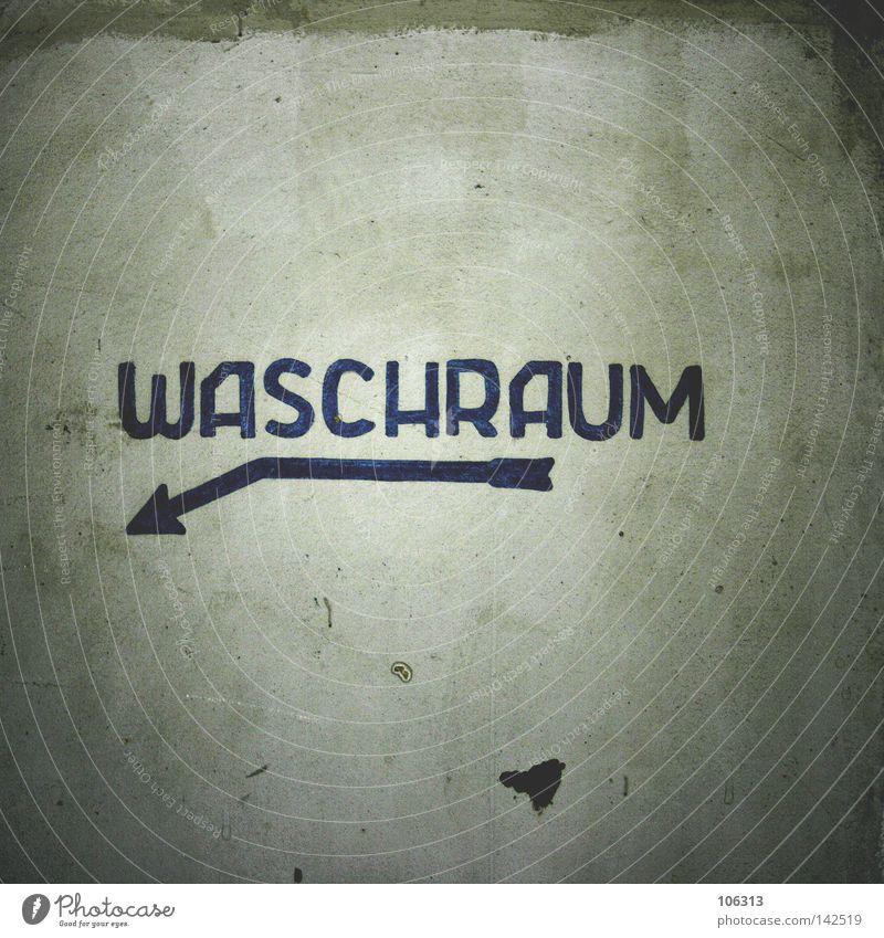 unbelievable Waschhaus Wand dreckig Schlamm Pfeil Typographie Haus Dresden geblitzt Grafik u. Illustration graphisch Ekel abstoßend Reinigen alt verfallen Raum