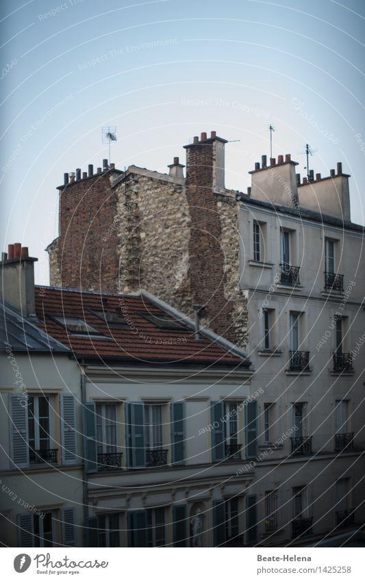 Licht und Schatten Häusliches Leben Wohnung Haus Skulptur Paris Mauer Wand Fassade Kamin Fenster Dach Dachrinne Schornstein Straße Stein Holz Backstein atmen