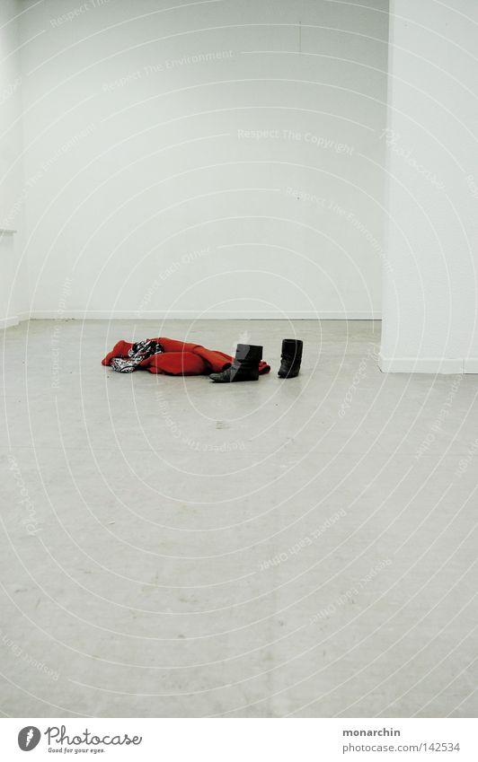 menschenleer weiß rot Einsamkeit Schuhe Raum Bekleidung