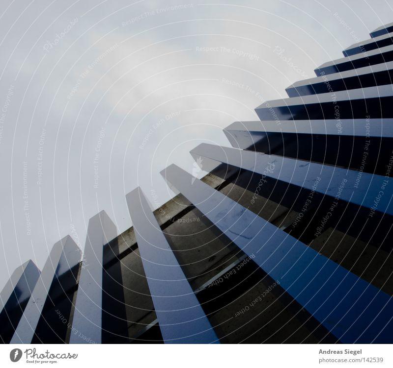 BLN 08   07 Das Blaue Himmel blau Berlin Wand Mauer Linie Metall Fassade modern Maske aufwärts Lamelle Befestigung Begrenzung