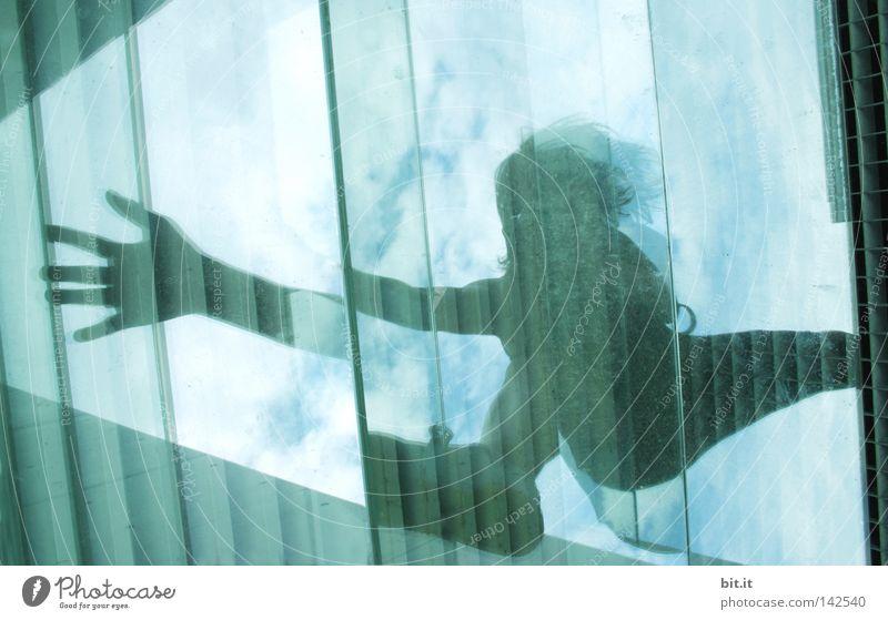 Bln 08 | 07 EOS 300 FREUDENSPRUNG Känguruh springen Hand Wolken Himmel Mensch dunkel berühren zerbrechlich Reflexion & Spiegelung Wand Glasscheibe türkis Haus 2