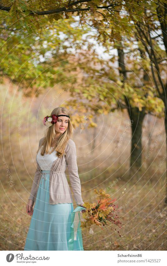 Braut boho Art in der Herbsteichengasse. Mensch Jugendliche schön Junge Frau 18-30 Jahre Gesicht Erwachsene gelb Liebe natürlich feminin Haare & Frisuren Mode