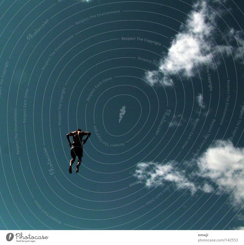 Vogelmensch springen türkis Froschperspektive klein Nervenkitzel Mann Mensch Himmel schön Schönes Wetter Stunt Mutprobe anstrengen erobern Sommer maskulin