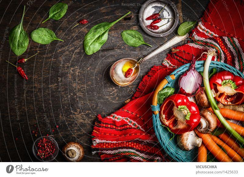 Frisches Gemüse im Korb auf dem Küchentisch - ein lizenzfreies Stock ...