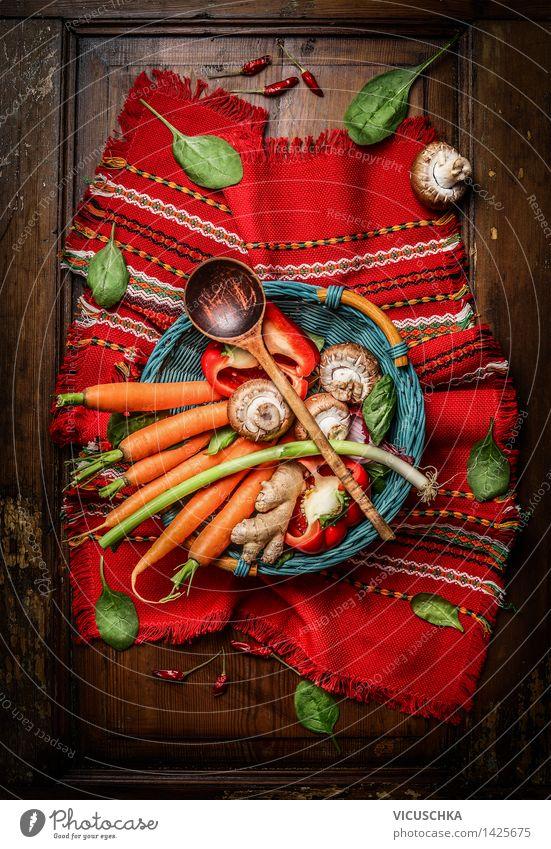 Gemüse Zutaten mit Kochlöffel Lebensmittel Kräuter & Gewürze Ernährung Bioprodukte Vegetarische Ernährung Diät Löffel Stil Gesunde Ernährung Tisch Küche Design