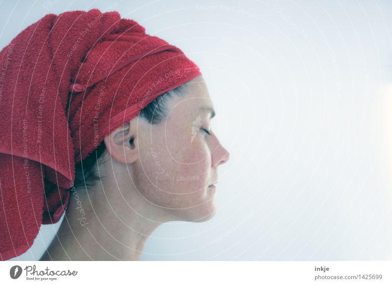 ~ Mensch Frau schön Erholung rot ruhig Gesicht Erwachsene Leben Stil Denken Lifestyle Haare & Frisuren Schwimmen & Baden Kopf träumen